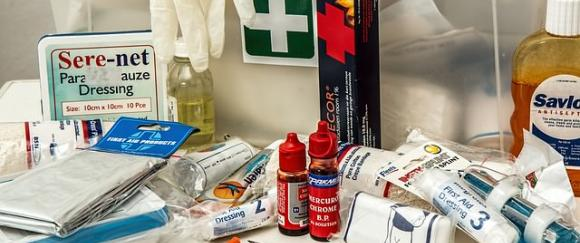 How to Make a Practical First Aid Kit for Both the Everyday and the Extreme